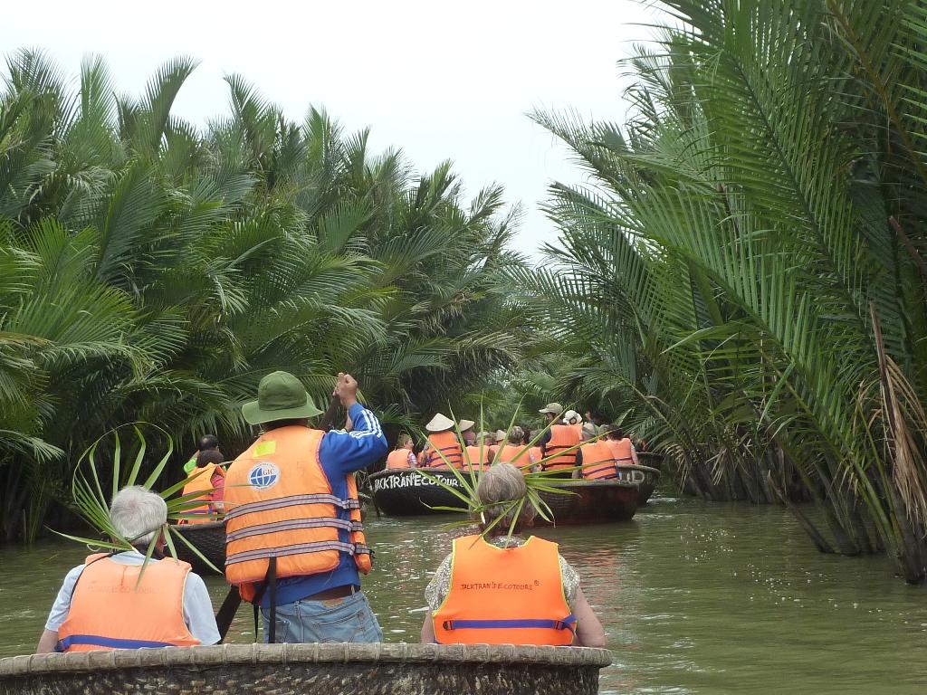 05-15-0524 village de pêcheurs (mangroves cocotiers d'eau) red