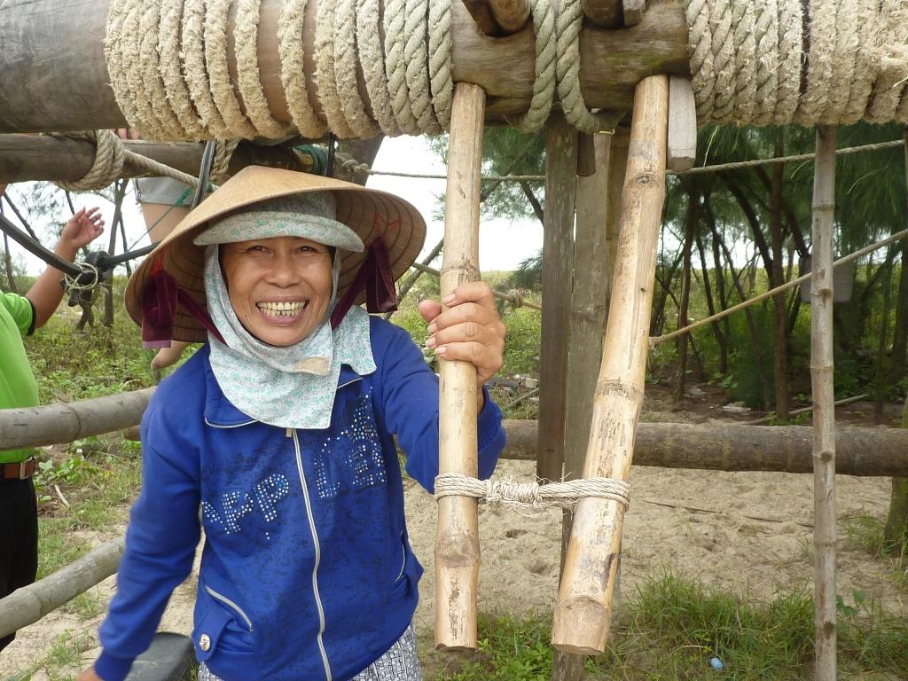 05-15-0549 village de pêcheurs plage pêche au carrelet red