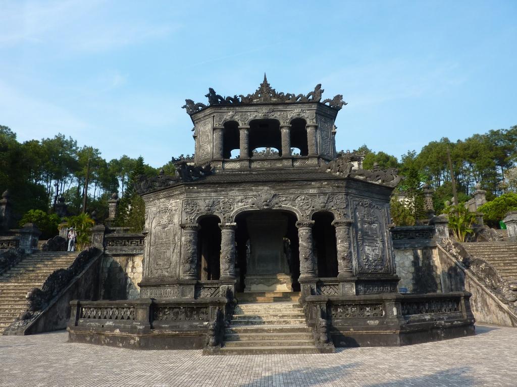 05-15-1316 Hué tombeau de Khai Dinh red