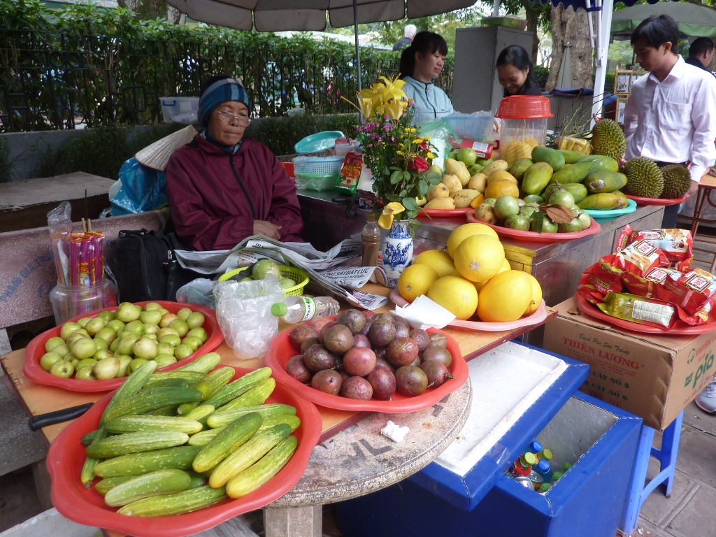 05-15-2158 Hanoi près de la pagode au pilier unique red